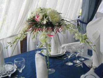 Композиция на столы гостей.