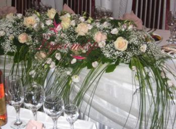Центральная композиция на стол молодоженов.